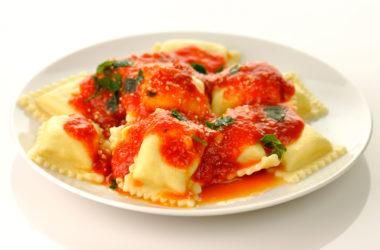 Ravioli en reducción de salsa de tomate